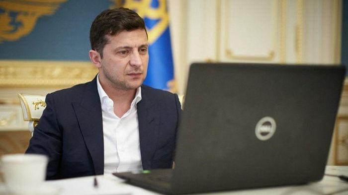 Зеленский подписал закон о переводе госуслуг в электронную форму