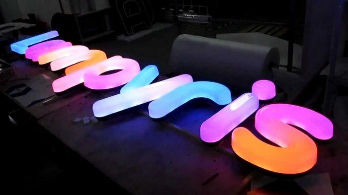 Преимущества световых вывесок