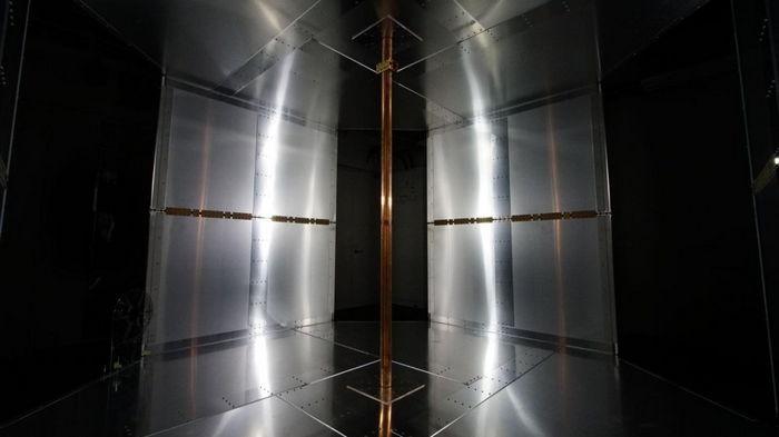В Токио создали комнату, заряжающую любые устройства
