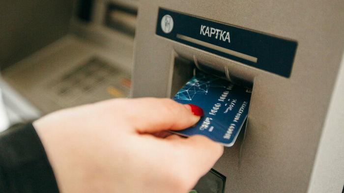 Мошенники узнают PIN-коды с карточек и похищают деньги