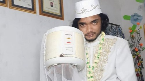 Житель Индонезии женился на рисоварке (фото)