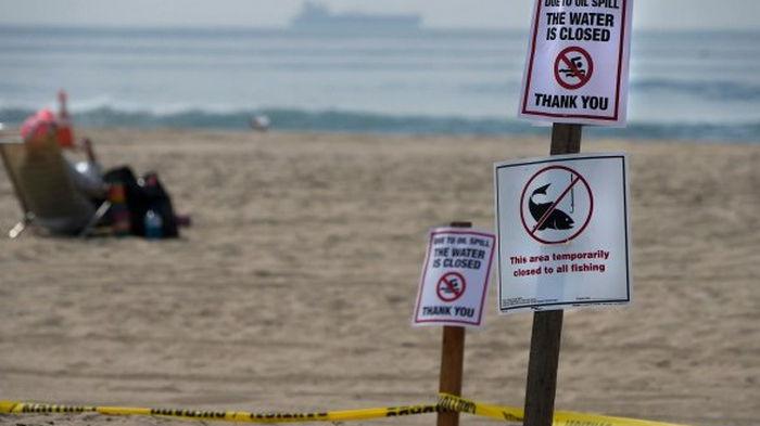 Разлив нефти в Калифорнии может закрыть пляжи на несколько месяцев, в округе ввели режим ЧП