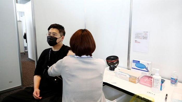 В Японии зимой намерены начать вакцинацию третьей дозой