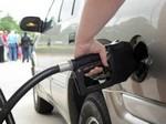Продажи бензина в Украине в марте сократились на 40%